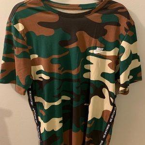 Nike sport camouflage tee w/side hem spell out